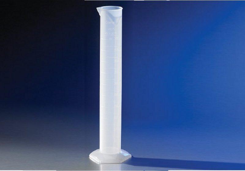Proveta plastica 1000ml Corning polipropileno, boca com bico, graduada, caixa com 6 unidades, código 3022P-1L, marca Pyrex Corning econolab